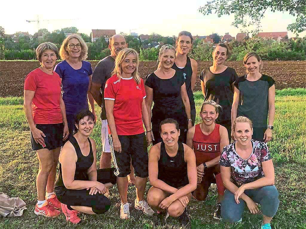 In der Gruppe macht Sport mehr Spaß: Die Teilnehmer   am Sommer-Sportprogramm der Tennisgemeinschaft Rosenfeld strahlen um die Wette. Fotos: TG Foto: Schwarzwälder Bote