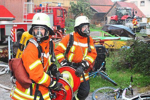 Rund 150 Feuerwehrleute zeigten bei der Übung in Wart vollen Einsatz. Foto: Köncke