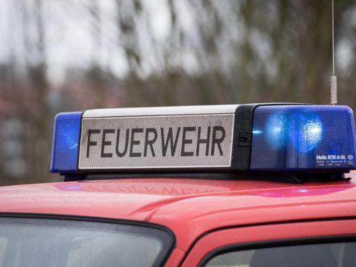 Die Freiwillige Feuerwehr Ebhausen war mit 13 Mann und vier Fahrzeugen zur Brandbekämpfung vor Ort. (Symbolfoto) Foto: Friso Gentsch/Archiv/dpa