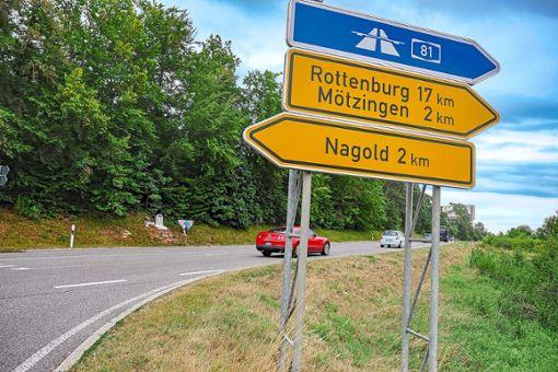 Hier droht Gefahr: die Zufahrt der Graf-Zeppelin-Straße auf die L 361.  Foto: Fritsch Foto: Schwarzwälder Bote