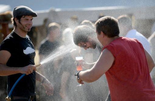 Bier, Zelte und Musik: In Wacken sind die Headbanger eingetroffen. Foto: dpa