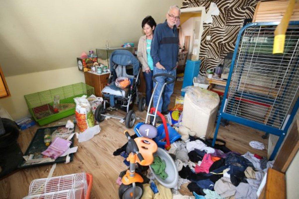 schonach familie hinterl sst wohnung v llig zugem llt schonach schwarzw lder bote. Black Bedroom Furniture Sets. Home Design Ideas