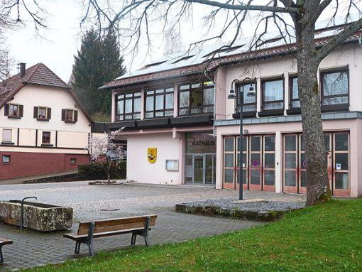 Auch das Rathaus samt Vorplatz soll saniert werden.  Foto: Oehler Foto: Schwarzwälder Bote