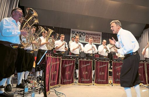 Die Scherzachtaler spielen sich in Bösingen in die Herzen der Blasmusikfans.  Fotos: Hölsch Foto: Schwarzwälder Bote
