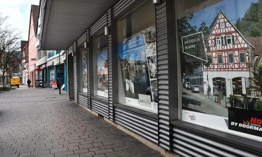 Leere Neckarstraße: Seit dem Auszug von Drogerie Müller gibt es deutlich weniger Laufkundschaft in der Kernstadt. Foto: Hopp