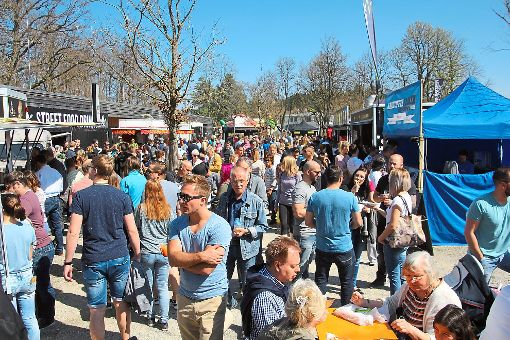 Besser hätte es am Wochenende für das Schlemmerfestival der Street-Food-Tour Deutschland auf dem Festplatz der Möglingshöhe in strongVS-Schwenningen/strong nicht laufen können: Herrliches Frühlingswetter bescherte den zwei Dutzend Garküchen und Foodtrucks zwei Tage lang ein Bombengeschäft. a href=http://www.schwarzwaelder-bote.de/inhalt.villingen-schwenningen-qual-der-wahl-beim-schlemmerfestival-der-street-food-tour.dbf0055e-6824-45d2-ad6c-15f00ab45513.htmltarget=_blankstrongZum Artikel mit Bildergalerie/strong/abr Foto: Heinig