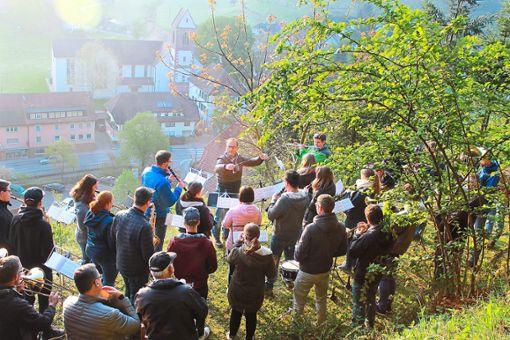 Den ersten Mai begrüßt die Mühlenbacher Trachtenkapelle auch im 125. Jubiläumsjahr mit einem Frühkonzert beim Pavillon an der Mühlhalde.  Foto: Störr Foto: Schwarzwälder Bote