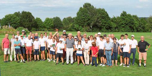 Bei einem Turnier des Golfclubs Bad Liebenzell nahmen 28 Mannschaften mit jeweils einem Junior und einem Senior teil.   Foto: GCBL Foto: Schwarzwälder Bote