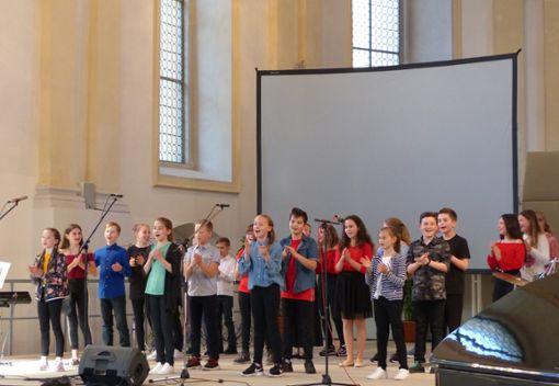 Die Schüler des Gymnasiums unterhalten ihr Publikum in der ehemaligen Klosterkirche mit einem abwechslungsreichen Programm.   Fotos: Gräber Foto: Schwarzwälder Bote