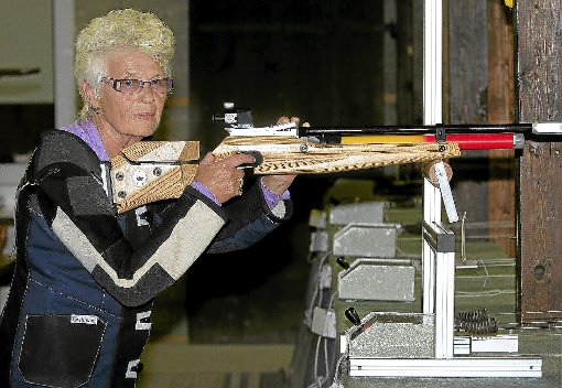 Maria Pöppke hat mit ihren 296 von 300 möglichen Ringen ihren Teil dazu beigetragen, dass die Möttlinger Senioren mit einer neuen Netto-Bestleistung aufwarten konnten.  Foto: Kraushaar Foto: Schwarzwälder-Bote