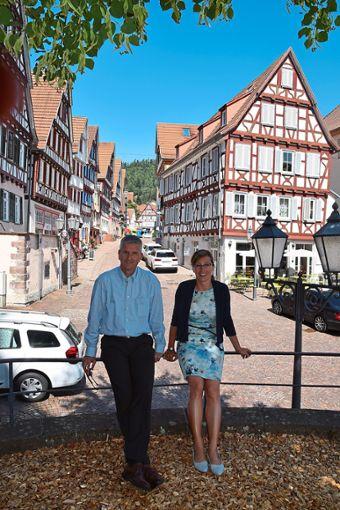Armin Schnürle und Tilla Steinbach sind stolz auf den Image-Film.  Foto: Rousek Foto: Schwarzwälder Bote
