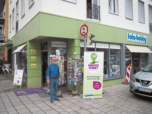 Wolfgang Schwarzkopf vor dem neuen Servicepunkt bei foto hobby.  Foto: Mutschler Foto: Schwarzwälder Bote