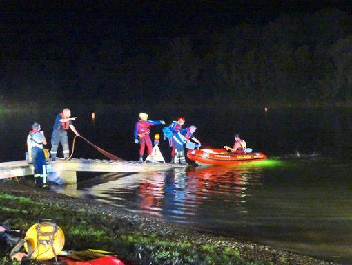 Ein Großaufgebot an Rettungskräften suchte am Freitagabend nach dem untergegangenen 26-Jährigen.  Foto: Ungureanu
