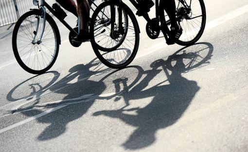 In die Pedale treten heißt es in Rottenburg für die nächsten drei Wochen für den Stadtradeln-Wettbewerb.  Foto: Gambarini Foto: Schwarzwälder Bote