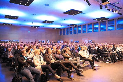 Die Halle in Rottweil war bei der Bürgerversammlung zur Neckarline voll.  Foto: Patrick Nädele