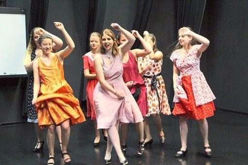 Die Tänzerinnen befinden sich derzeit mitten in der Hochübungsphase für das RGG-Musical.   Foto: Beule