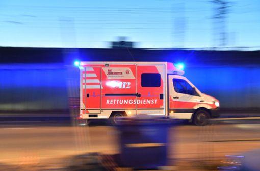 Der Fahrer und sein 14 Jahre alter Beifahrer kamen ins Krankenhaus. (Symbolfoto) Foto: dpa