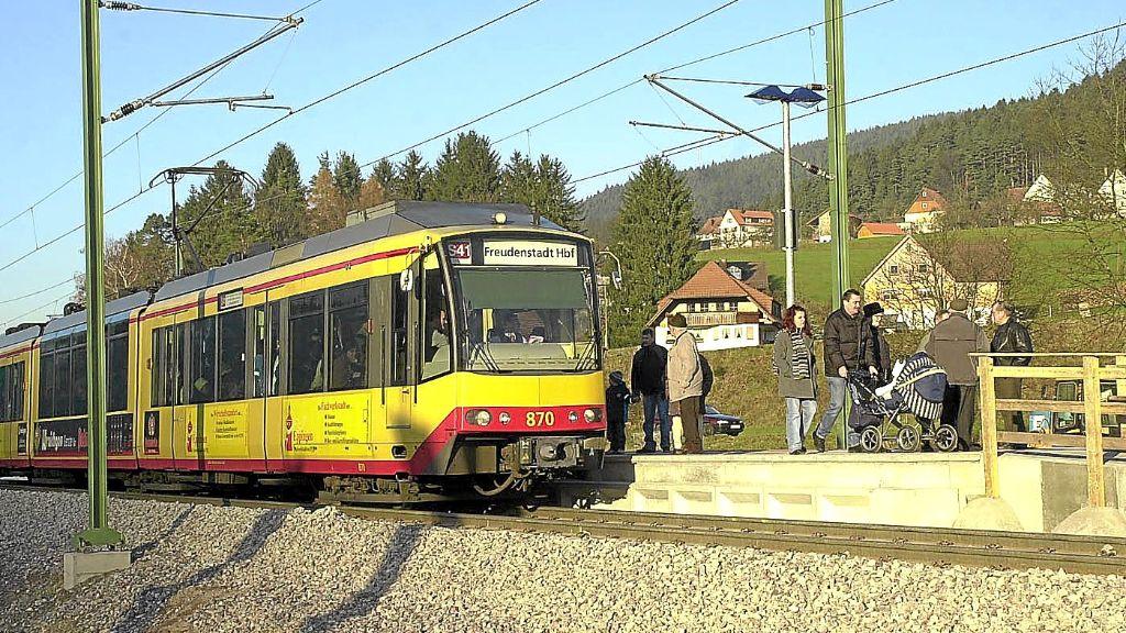 Kreis Freudenstadt: Kranfahrer legt Bahnverkehr im Murgtal lahm - Schwarzwälder Bote