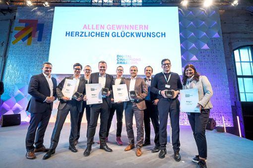 Bereichsgeschäftsführer Matthias Schneider (vierter von links) nahm den Digital Champions Award in Stuttgart entgegen.    Foto: Fischer