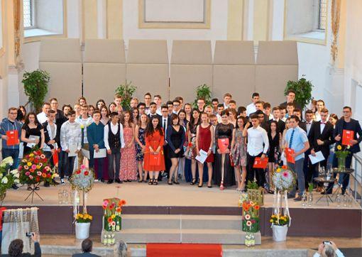 Gruppenbild zum Abschluss und Abschied: Die Verbundschule Oberndorf feiert ihre Absolventen.  Foto: Schule Foto: Schwarzwälder Bote