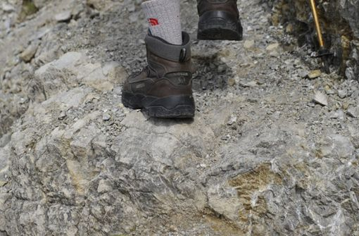 Die Frau verlor an einer steilen Passage den Halt und stürzte rund 80 Meter in die Tiefe.  Foto: dpa