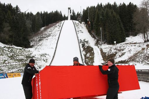 Die Aufbauarbeiten an der Langenwaldsprungschanze sind in vollem Gange.  Foto: Börsig-Kienzler