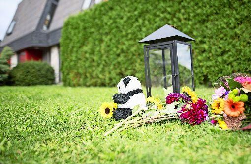 Zeichen der Trauer am Tator. Hätte der Täter gestoppt werden können? Foto: dpa