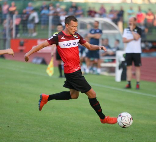 Denis Epstein sah gegen den FC Astoria Walldorf eine umstrittene Rote Karte.  Foto: Kara