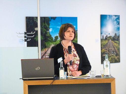 Barbara Ogbone berichtete von ihren Erfahrungen mit weiblichen Flüchtlingen. Foto: Schwarzwälder Bote