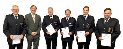 Urkunden ausgehändigt wurden (von links): Michael Keck, Bürgermeister Hammer, Raimund Jauch, Matthias Breil, Markus Rauch und Joachim Binder. Foto: Schwarzwälder Bote