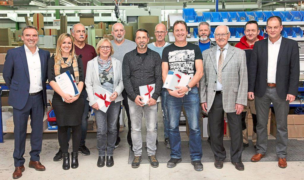 Bei der ehrung langj hriger mitarbeiter der firma gwinner for Wohndesign erwin damberger
