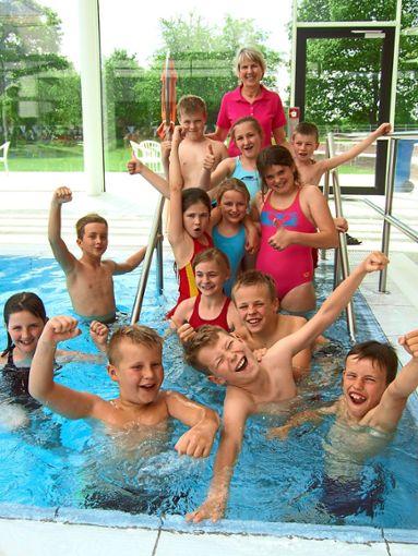 Groß war die Freude bei dem jungen Schwimmteam der Gemeinschaftsschule.    Foto: Schule Foto: Schwarzwälder Bote
