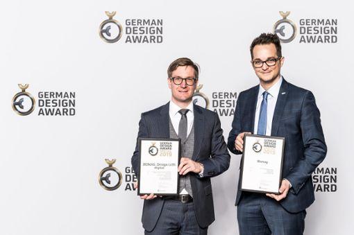 Christian Schulten, Director Marketing und Kommunikation (links), und Daniel Loddenkemper, Senior Manager Marketing, bei der Preisverleihung.   Foto: Homag Group