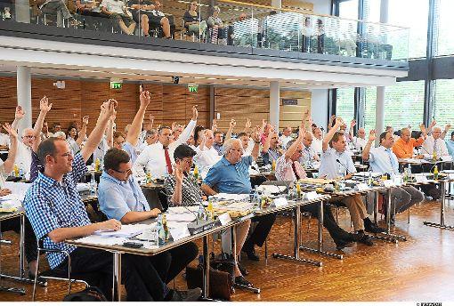 Der Kreistag sieht in der politischen Debatte über die Zukunft der Kreiskliniken   die Grenzen des guten Geschmacks überschritten.    Foto: Fritsch