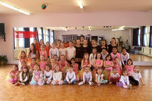 59 Tänzer verschiedener Altersklassen nahmen an der Prüfung teil.   Foto: TSZ Calw Foto: Schwarzwälder Bote