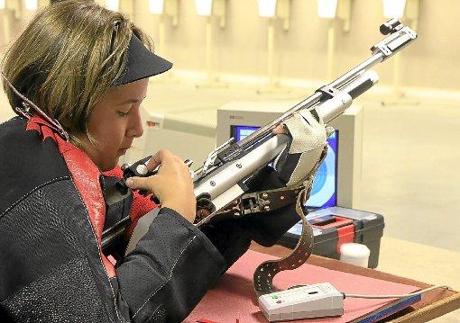 Lisa Frank startet im Einzelwettkampf mit dem Luftgewehr für den SV Sulz am Eck und im Dreistellungskampf für den SV Ebhausen.    Foto: Kraushaar Foto: Schwarzwälder-Bote