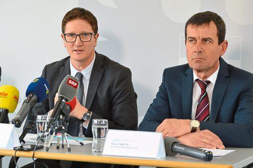 Markus Walter (links) und Rudolf Welte von der Kriminalpolizei Rottweil haben mit ihrer Ermittlungsgruppe entscheidend zur Aufklärung beigetragen.  Foto: Cools