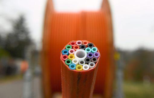 Vorerst sollen für das Glasfasernetz nur Lehrrohre  verlegt werden.  Foto: Rehder Foto: Schwarzwälder Bote