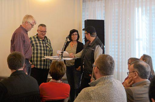 Die Besucher des Gottesdienstes sehen ein Theaterstück, das ein Gespräch beim Mittagessen, darstellt.  Fotos: Evangelische Kirche Foto: Schwarzwälder Bote
