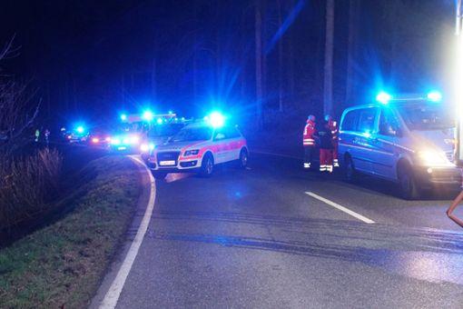 Bei einem Unfall auf der B 294 nahe strongBad Wildbad/strong ist am Sonntag ein 30-jähriger Autofahrer ums Leben gekommen. Drei weitere Menschen wurden schwer verletzt. a href=https://www.schwarzwaelder-bote.de/inhalt.bad-wildbad-autofahrer-stirbt-bei-unfall-auf-b-294.35aa3fe7-4331-4cf5-b896-4595450ccc50.htmltarget=_blankstrongZum Artikel/strong/abr Foto: SDMG / Gress