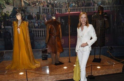 Schauspielerin Katja Flint posiert beim Pre-Opening der Ausstellung zur US-Serie Game-of-Thrones in Berlin. Foto: dpa-Zentralbild