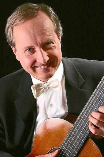 Gitarrenvirtuose Peter Bernd Karstens tritt in Neuweiler auf.   Foto: Veranstalter Foto: Schwarzwälder Bote
