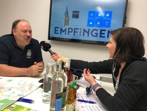 Andreas Seifer, Vorsitzender des Schützenvereins Empfingen, wurde von der Antenne-1-Moderatorin Nadja Gontermann interviewt. Foto: Gemeinde