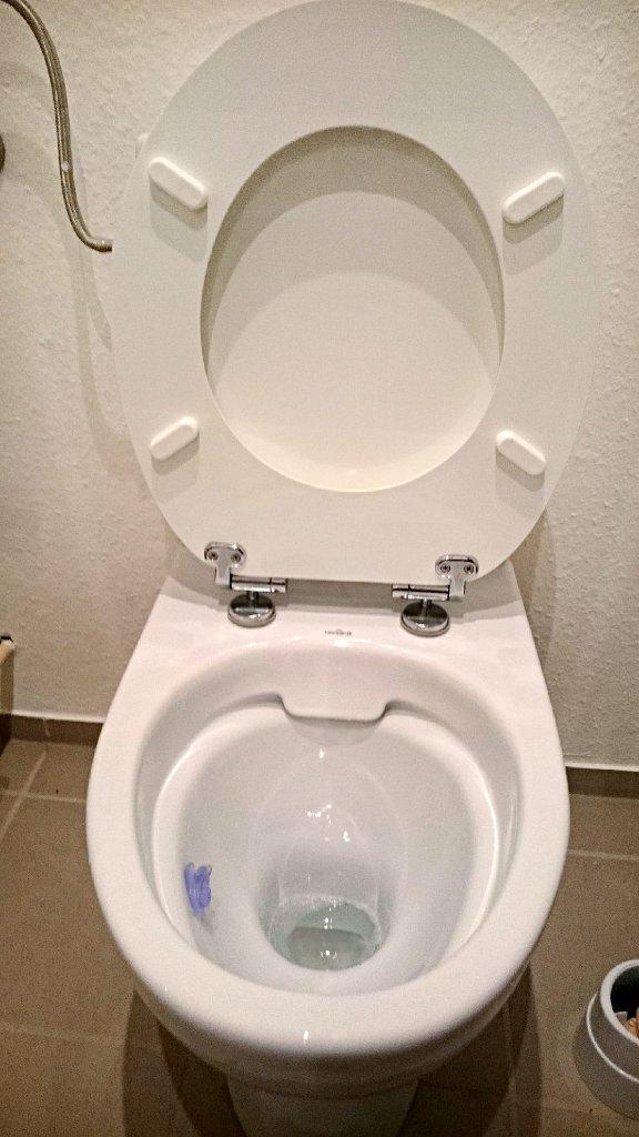 das ist der klassiker unter den toiletten der auch im zollernalbkreis am meisten verkauft wird. Black Bedroom Furniture Sets. Home Design Ideas