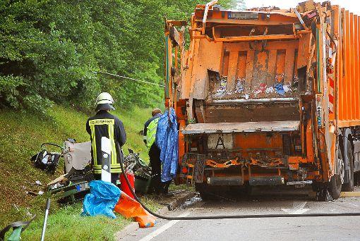 Der Müllwagen stürzte am 11. August auf ein Auto und tötete fünf junge Menschen.   Foto: Bernklau