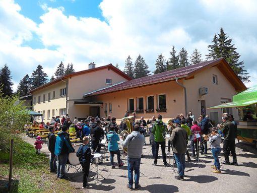 Auch mit Musik wurden die Gäste auf dem Moosenmättle begrüßt.   Foto: Dorn Foto: Schwarzwälder Bote