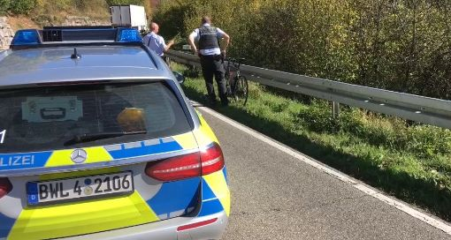 Die Polizei am Unfallort Foto: Lück