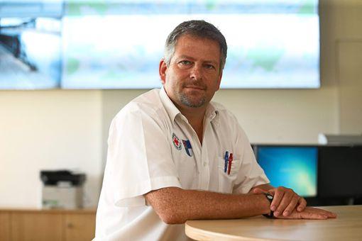 Dirk Sautter ist Leiter der Integrierten Leitstelle in Villingen. Er arbeitet seit mehr als 25 Jahren im Rettungsdienst.    Foto: Eich