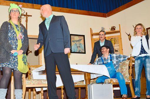 Die Situationkomik sorgt für viele Lacher bei der Theateraufführung des Sportvereins Rötenberg.  Foto: Herzog Foto: Schwarzwälder Bote