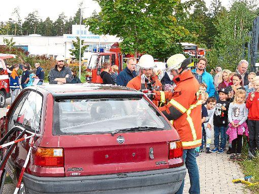 Viele Zuschauer scharten sich   bei einer   Personenrettung um den Ort des Geschehens.  Foto: Eitel Foto: Schwarzwälder-Bote